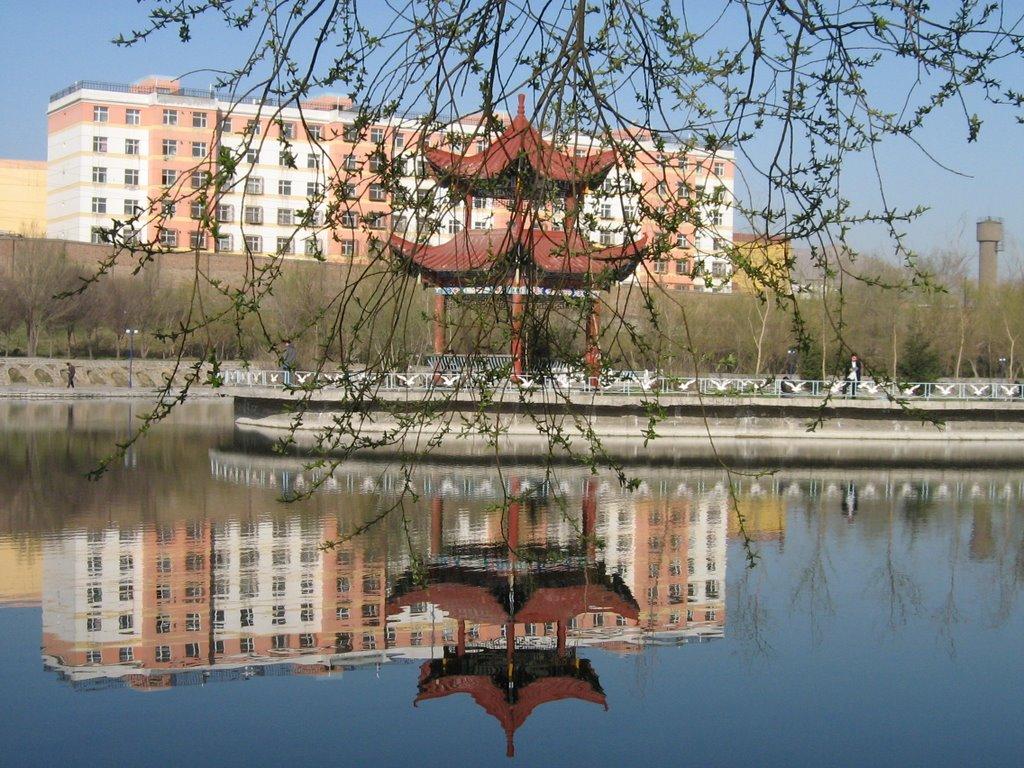 Синьцзянский университет. Озеро