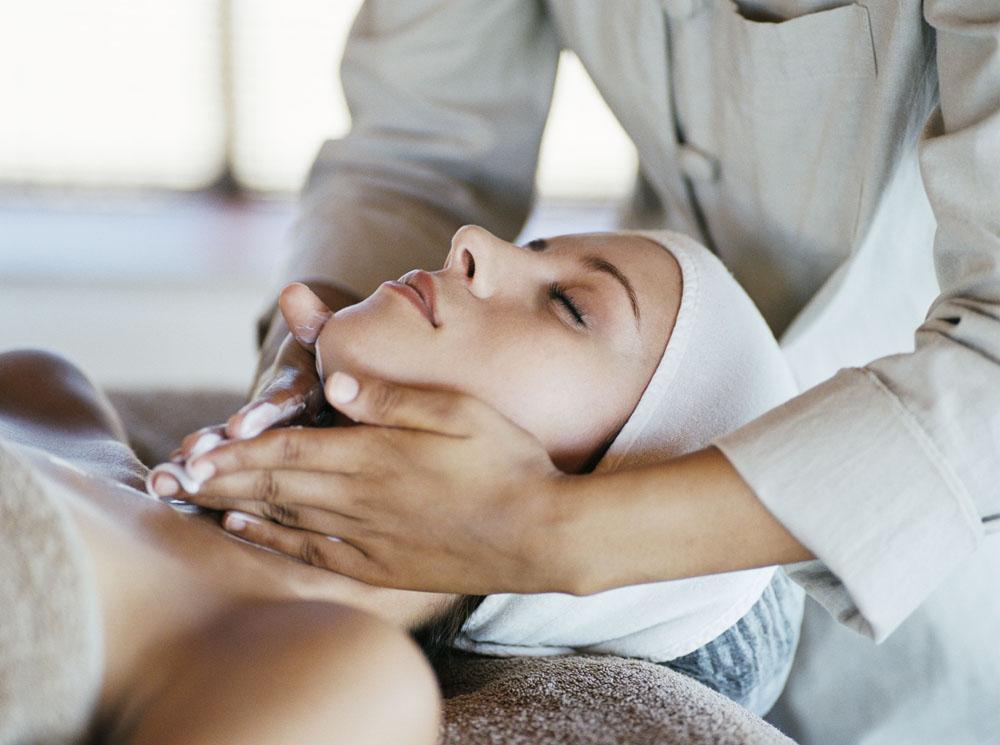Сохраняем нежную кожу шеи молодой и красивой