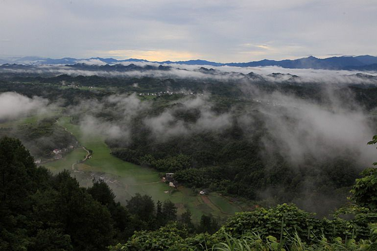 四川大邑县境内鹤鸣山,张陵在此创立了五斗米道